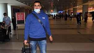 Fenerbahçe'nin gündemindeki orta saha Oussama Tannane, İstanbul'a geldi