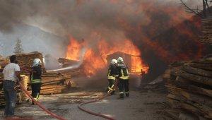 Fethiye'de marangoz atölyesi alev alev yandı