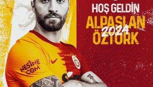 Galatasaray, Alpaslan Öztürk ile üç yıllık sözleşme imzaladı