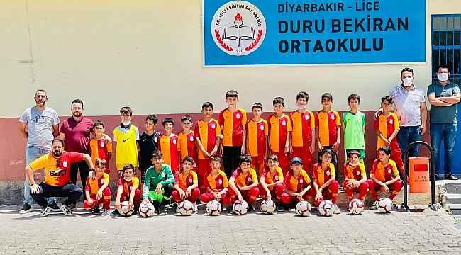Galatasaray'dan Diyarbakır'daki köy okuluna malzeme desteği