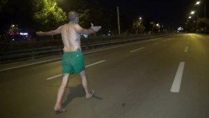 Gece yarısı yarı çıplak yürüdü - Bursa Haberleri