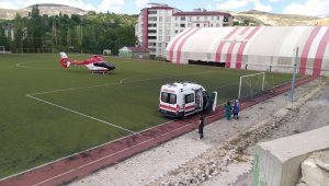 İnşaattan düşen işçi ambulans helikopterle sevk edildi