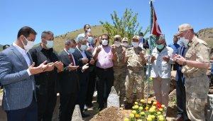 Jandarma Genel Komutanı Orgeneral Çetin'den şehit güvenlik korucusunun kabrine ziyaret