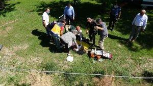 Kaza yapan araç dört takla attı, içerisindeki kişi emniyetin bahçesine uçtu
