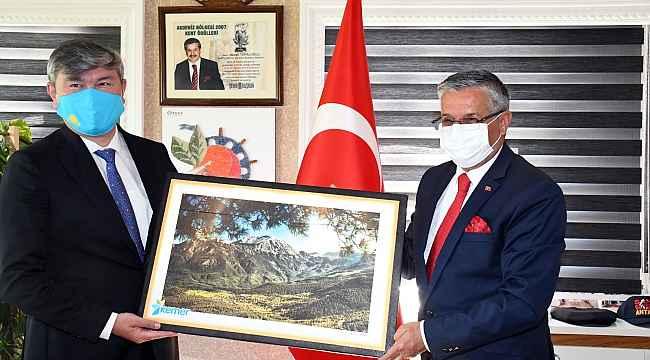 """Kazakistan Büyükelçisi Saparbekuly: """"Türkiye, Kazaklar için bir numaralı destinasyondur"""""""