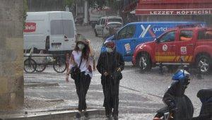 Kırklareli'nde sağanak yağış vatandaşları hazırlıksız yakaladı