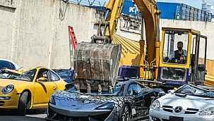 Lüks araçlar kameralar önünde parçalandı... Hepsi ülkeye kaçak yollarla sokulmuş