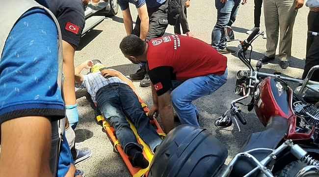Motosiklet ile kamyonet çarpıştı: 1 yaralı