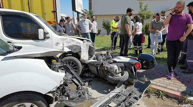 Motosiklete aynı anda 2 araç çarptı: 3 yaralı - Bursa Haberleri