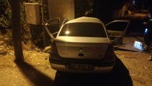 Otomobil trafoya çarptı: 1'i ağır 3 yaralı