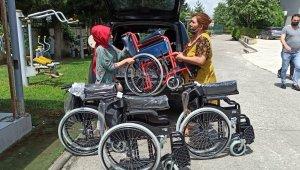 Özel öğrenciler bağışçıların hediyesi sandalyeler ile sevindi