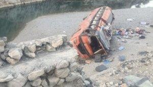 Pakistan'da yolcu otobüsü devrildi: 18 ölü, 30'dan fazla yaralı