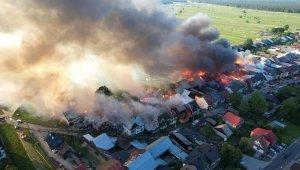 Polonya'da köyde korkutan yangın: 47 ev alevlere teslim oldu