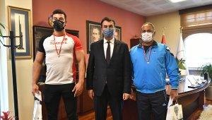 Rekortmen sporcudan başkan Dündar'a ziyaret - Bursa Haberleri