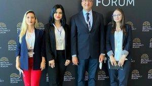 Rektör Karasar ve öğrenciler, Antalya Diplomasi Forumu'na katıldı