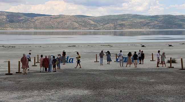Salda Gölü ziyaretçileri ile buluşmaya başladı