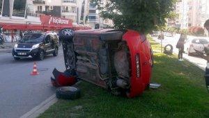 Samsun'da refüje çıkan otomobil devrildi: 1 yaralı