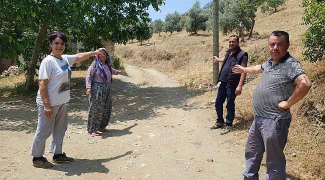 """Şehit annesinden Başkan Tunç Soyer'e """"yolumuzu yapın"""" çağrısı"""