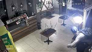 Senede bir soydukları kafede güvenlik kamerasına yakalandılar - Bursa Haberleri