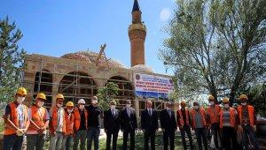 Tarihi Akkoyunlu mirası, Ferahşad Bey Camii'nde çalışmalar yılsonu tamamlanacak