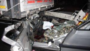 Tıra arkadan çarpan alkollü sürücü hayatını kaybetti