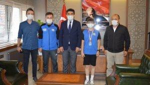 Türkiye Şampiyonu Arda'dan Kaymakam Coşgun'a ziyaret