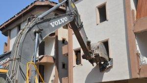 Tuzla'da deprem riski taşıyan binalar yıkılıyor