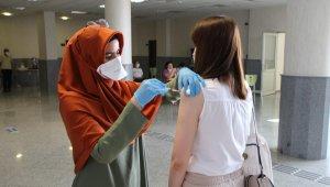 Üniversitede aşı uygulaması başladı