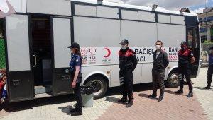 Uşak polisi, Kızılay'a kan bağışında bulundu