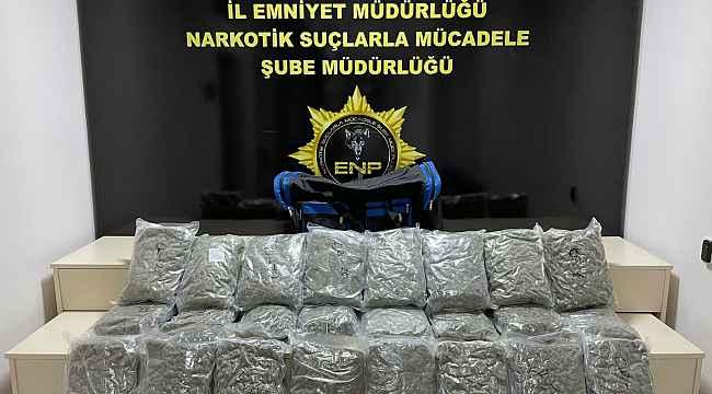 Valiz dolusu uyuşturucuyla yakalandılar