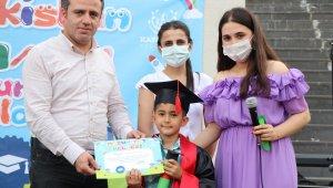 Zarokistan öğrencileri kep attı