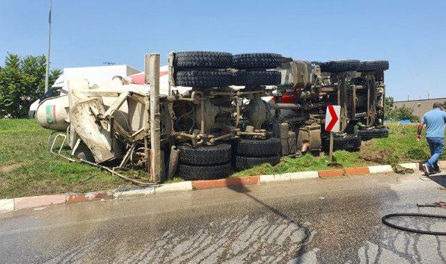 Bursa'da beton mikseri devrildi, sürücü ölümden döndü - Bursa Haberleri