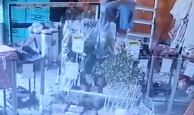 Bursa'da süpermarket hırsızları kameralara yakalandı - Bursa Haberleri
