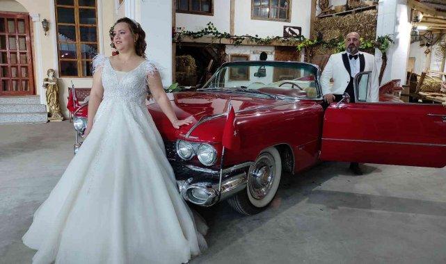 Klasik otomobillerle dolu garaj, fotoğraf çektirmek isteyenlerin akınına uğruyor - Bursa Haberleri