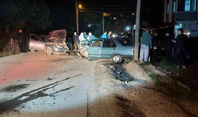 Kocaeli'de 2 otomobil çarpıştı: 2 yaralı