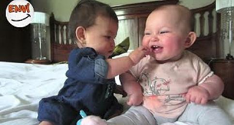 En Tatlı Bebeklerin Komik Halleri